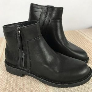 UGG Rea Black Leather Lined Ankle Boot -  SZ 7 NEW